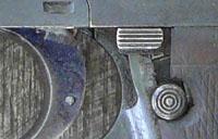 Palanca de seguridad y botón de lanzamiento